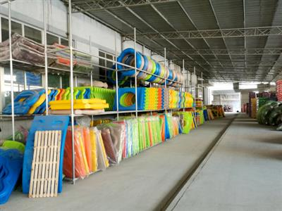 Plastic accessories warehouse
